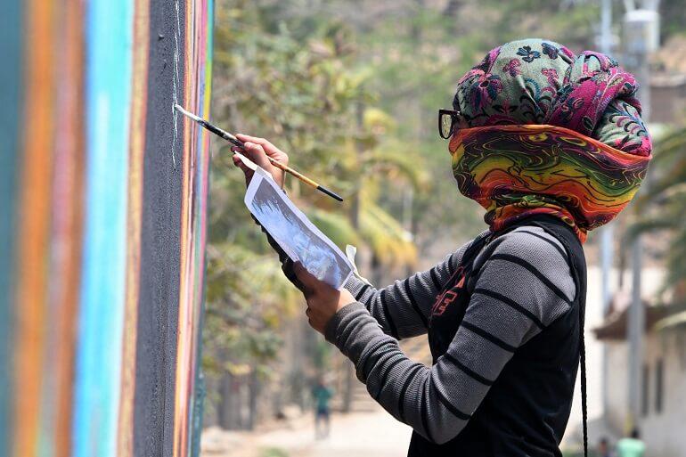 Fomentar la paz en una violenta Honduras con pinturas y esculturas