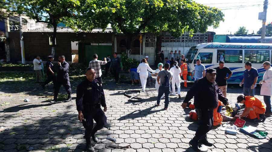 Explosión de venta de gas deja muertos y lesionados en Mejicanos