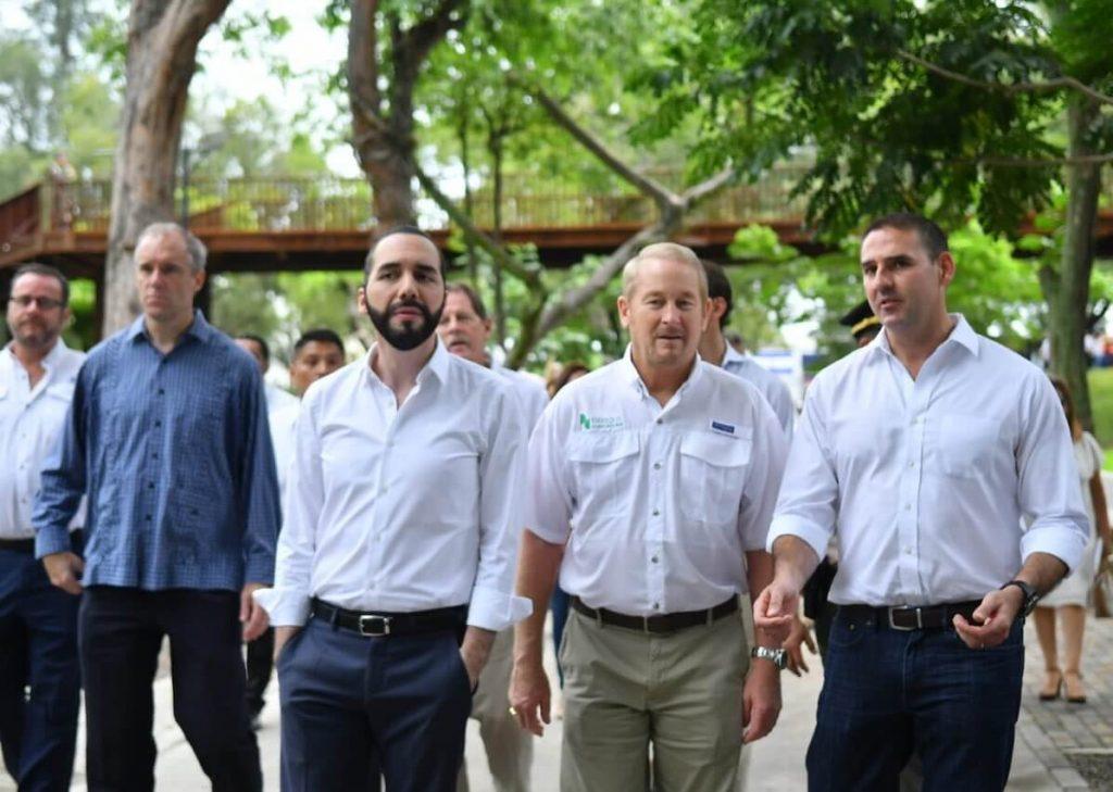 Alcalde Muyshondt y Nayib Bukele inauguran remodelación del Parque Cuscatlán