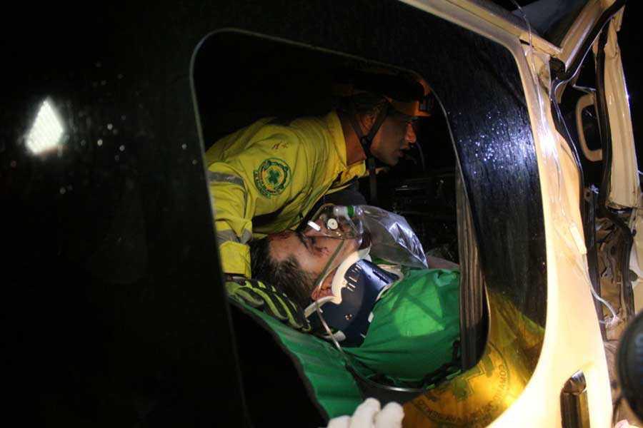 Imágenes de rescate que realizo Comandos de Salvamento en accidente de tránsito