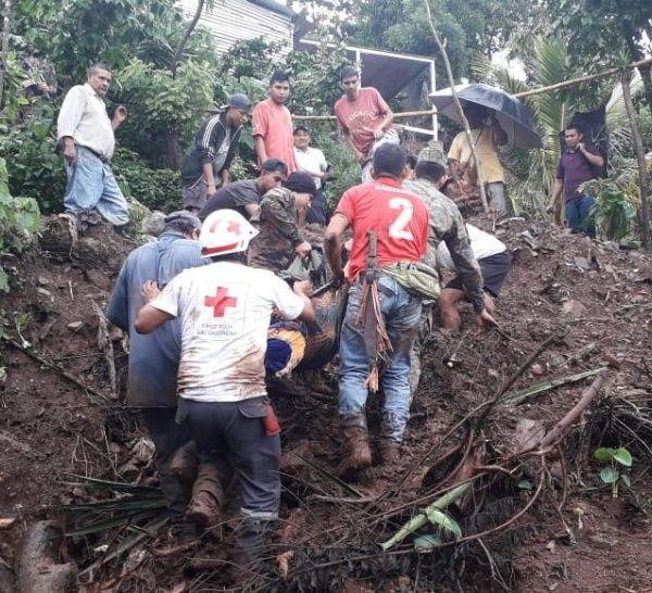 Dos personas murieron soterradas esta madrugada en Chiltiupán, La Libertad