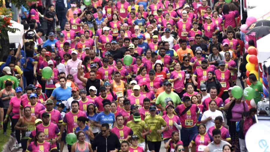 """Alcalde de San Salvador Ernesto Muyshondt participo en la carrera """"Kilómetros Por Ellas"""""""