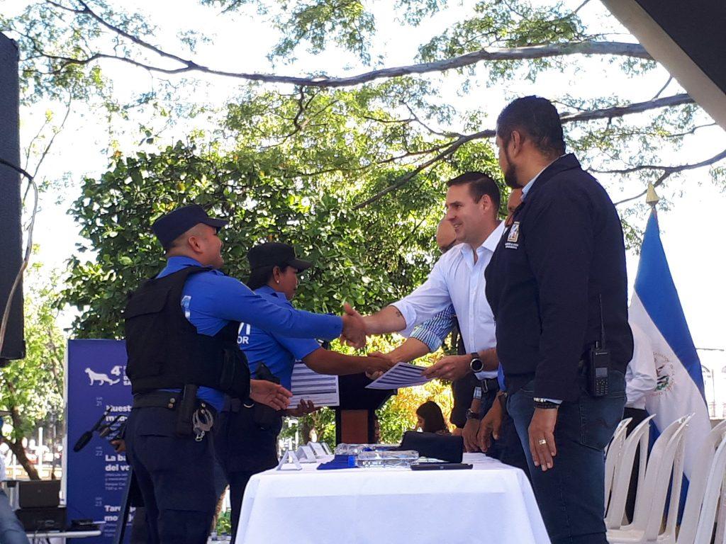 Alcalde de San Salvador Neto Muyshondt graduó 66 elementos del cuerpo de Agentes Metropolitanos