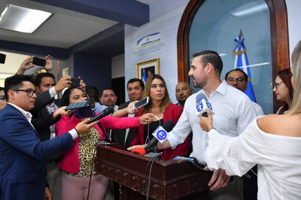 Comisión de Reformas Electorales acepta propuesta de Neto Muyshondt sobre voto por rostro para Alcaldes
