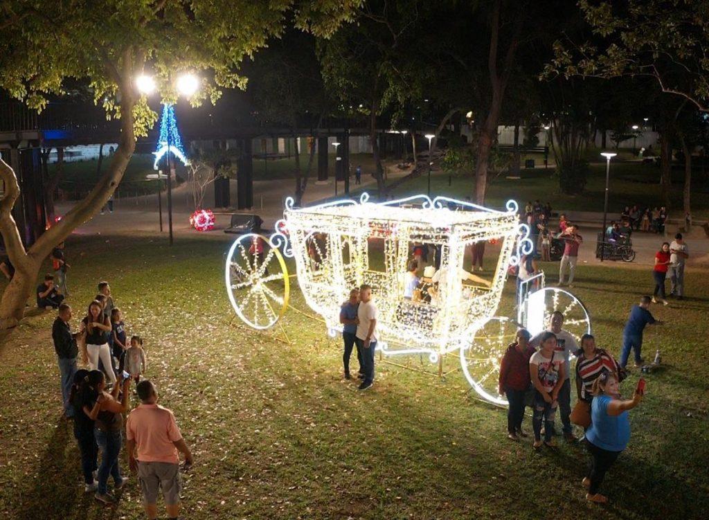 Alcalde Neto Muyshondt inauguró iluminación navideña en el  Parque Cuscatlán