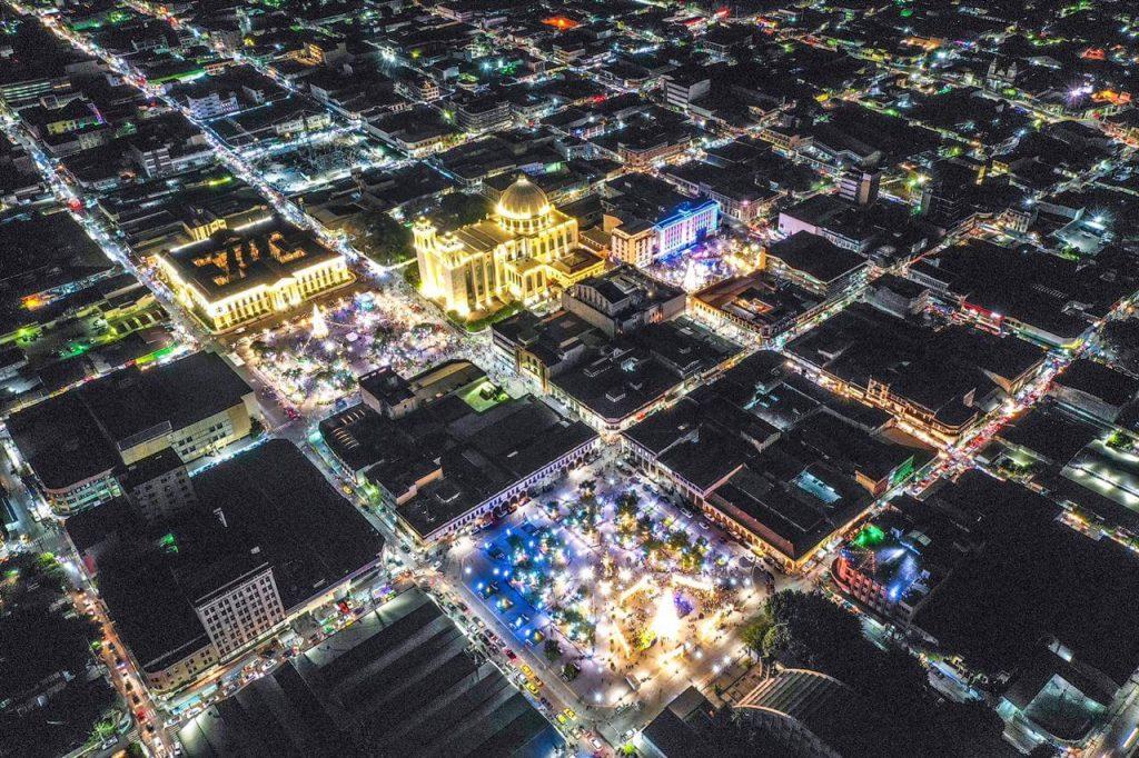 La Plaza Libertad ahora brilla más que nunca, gracia a alcalde Neto Muyshondt