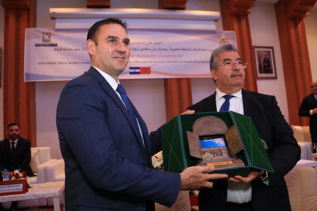 Alcalde Neto Muyshondt firma hermanamiento con Rabat, la capital de Marruecos