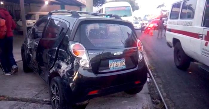 Accidente deja tres lesionados en Santa Tecla
