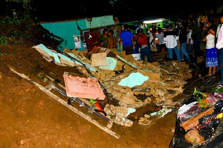 Tras colapsó de muro una menor quedo soterrada en Panchimalco